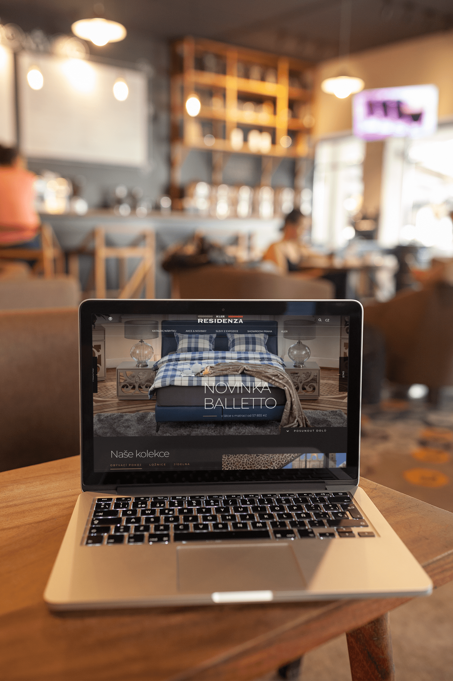 macbook-mockup-standing-on-the-corner-of-a-wooden-table-a20998 (7)