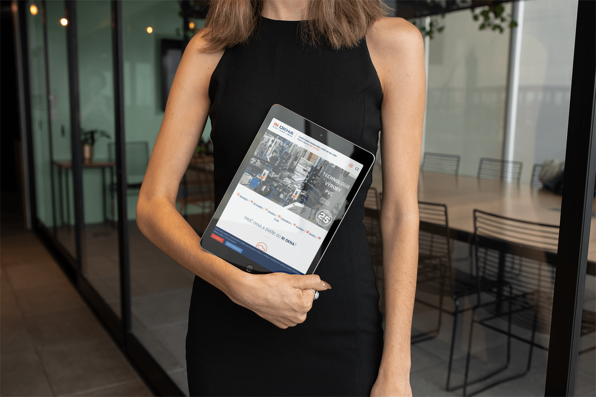mockup-of-a-corporate-woman-carrying-an-ipad-22820